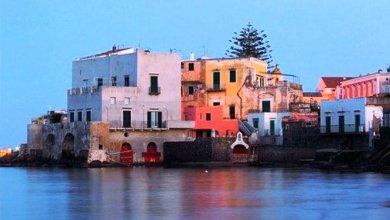 """Photo of Piano Liguori e """"Scuopolo"""", antico legame per una sfarzosa festa di nozze nella casa sul mare"""