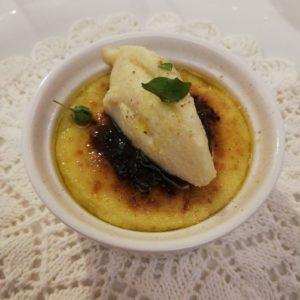 Crème brulée di baccalà, cacao amaro e gelato di cipolla