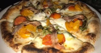 Una gran pizza di scarola l'ho mangiata a Pietrasanta all'Apogeo di Massimo Giovannini
