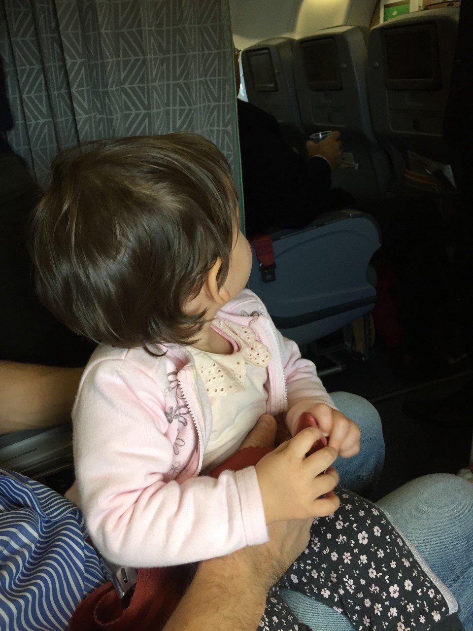 bimbi aereo, neonati e aereo