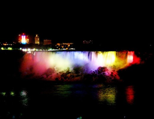 cena alla skylon tower, niagara fall night, cascatae del niagara con il battelo, maid of the mist