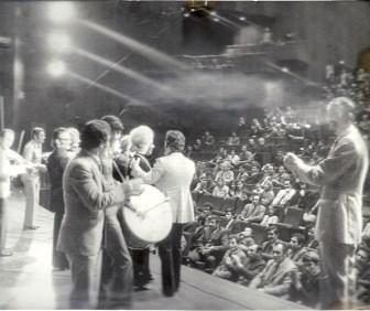 C:\Users\ILHAN\Desktop\MAYIS 2020 BULTENINE GIRECEKLER\Ilhan Karacay, 1975'te Utrecht'te Berkant Konserinde.jpg