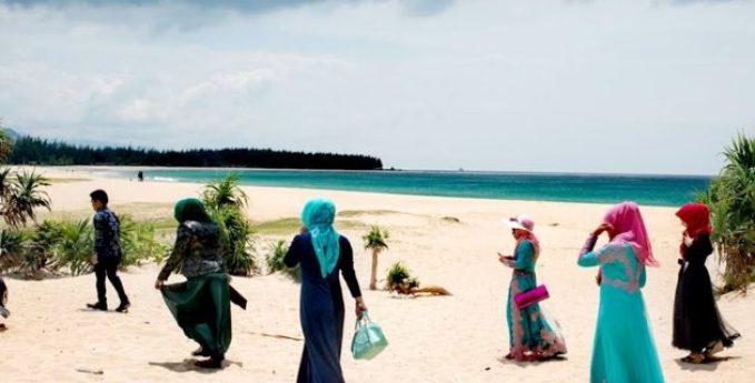 C:\Users\ILHAN\Desktop\ISLENECEK HABERLER\van Doorn islam plajı istedi.jpg