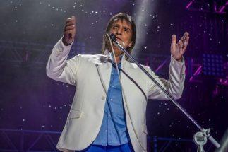 Roberto Carlos defende greve dos caminhoneiros durante show 2