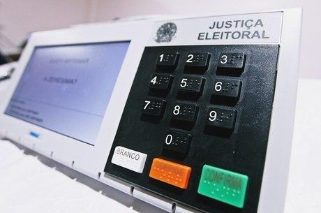 Eleitores de cinco municípios brasileiros voltam às urnas neste domingo (17) 1