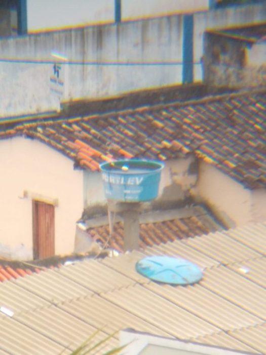 ILHÉUS: Moradores reclamam de Caixa d'água aberta na Avenida Canavieiras 2