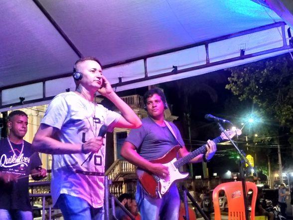ILHÉUS: Ratinho Menezes fecha noite do Projeto Música na Praça - Ilhéus Net