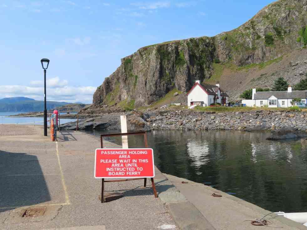 Ellanabeich ferry waiting area for Easdale Island