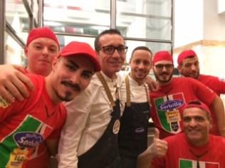 Gino Sorbillo ed il suo team