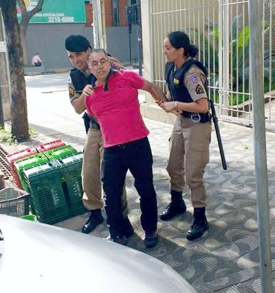 """Pacheco é preso pela polícia militar pelo """"crime"""" de vender frutas nas ruas"""