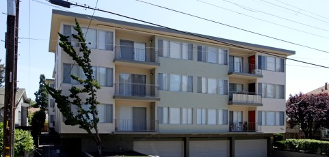 30 Unit Apartment [Sold July 31, 2013]