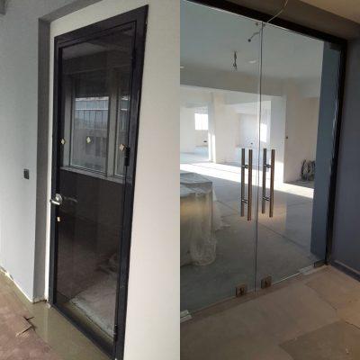 ofis kapısı