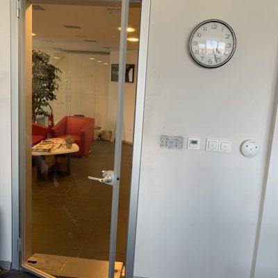 alüminyum kasalı cam kapı