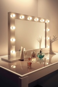 Pin Makeup Mirrors With Lights 60s Style on Pinterest