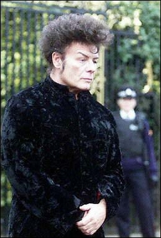 Shamed British pop star Gary Glitter poses for photographers in Regent's Park in London, January 2000. Vietnam is concerned over reports that disgraced 1970s rocker Glitter is living in the country with a juvenile and is 'working very hard' to track him down.(AFP/File/Gerry Penny)
