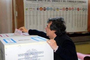 Ministro Brunetta al seggio nelle ultime comunali