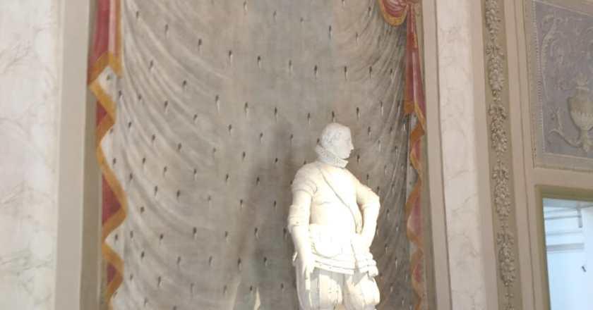 Palermo: la Statua del re di Procopio Serpotta all'Oratorio dei Bianchi