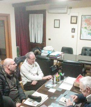 don Peppino al lavoro con i volontari di Legami di Solidarietà