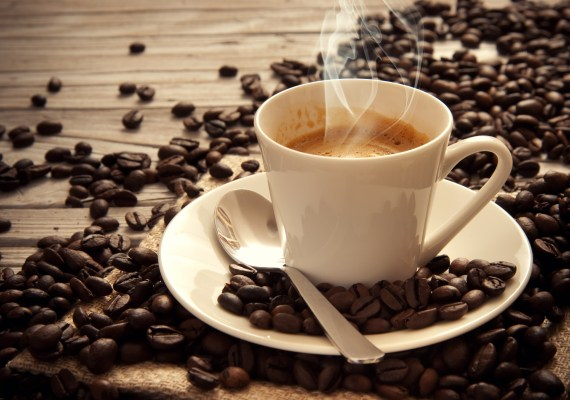 Higher coffee intake and decrease melanoma risk