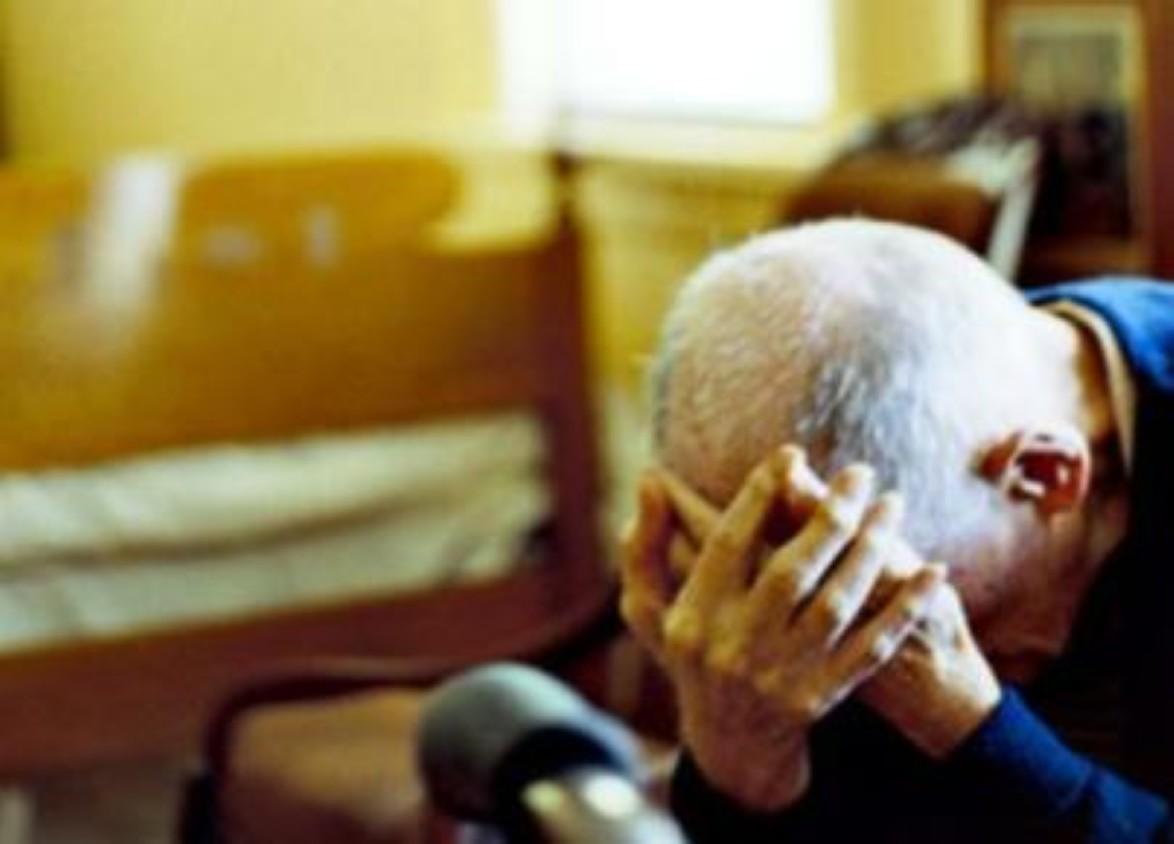Napoli, drogava anziani per rapinarli: in manette 40enne
