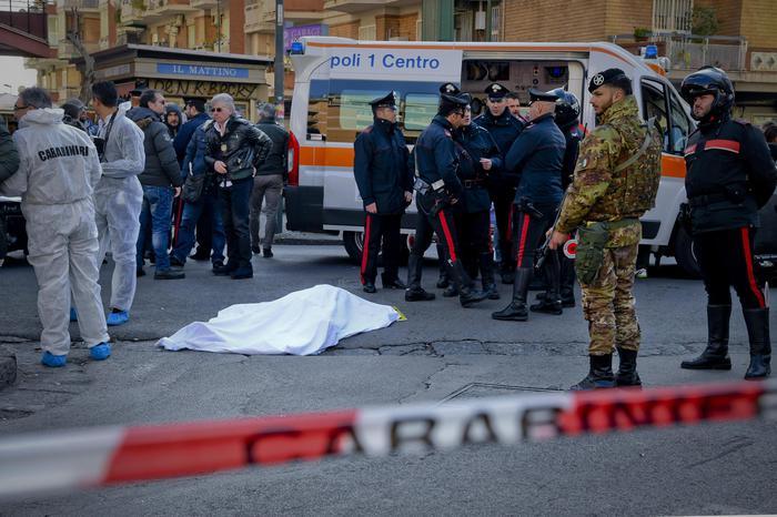 Napoli, uccisi zio e nipote vicini al clan Lo Russo