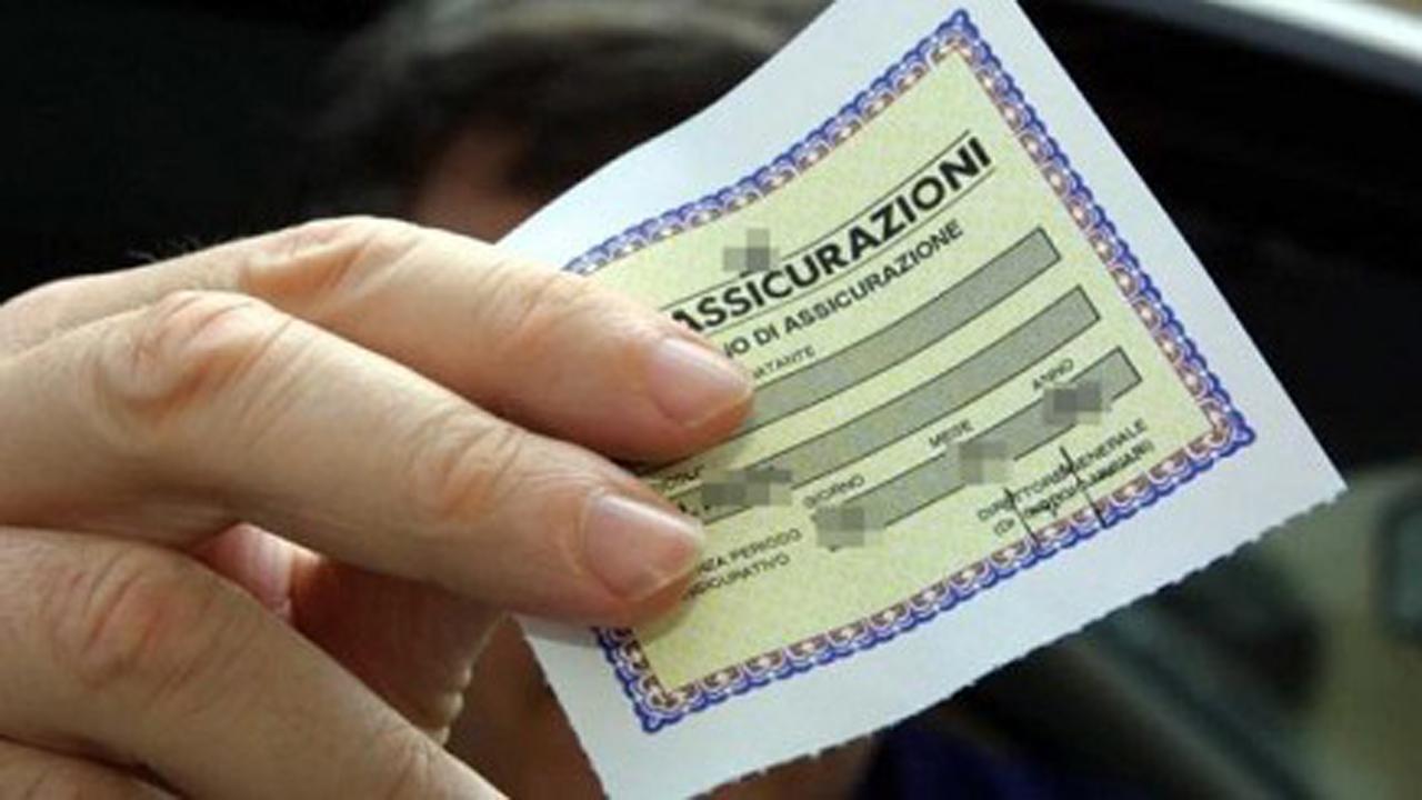 Truffa ai danni delle agenzie di assicurazioni per ottenere polizze auto