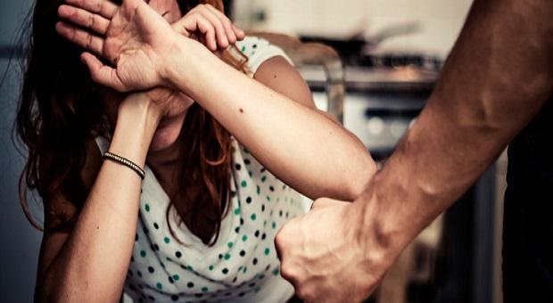Insegnante di autodifesa per sole donne massacra la ex fidanzata