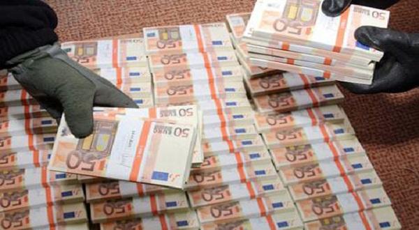 Catania: Fermato corriere con 100 mila euro in banconote falsificate