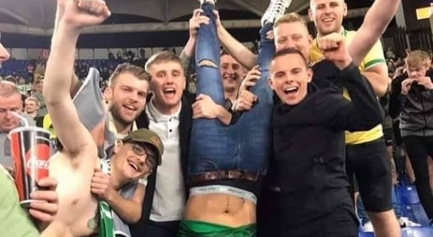 Lazio-Celtic, the Scottish fans in celebration recall Piazzale Loreto: the photo becomes viral