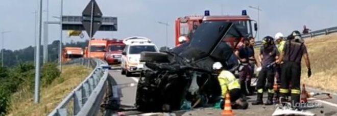 Camion contro due auto, incidente choc nel Bergamasco: 4 morti