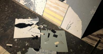 Distrutto dal selfie di due fidanzati di Salerno il volto realizzato con i LEGO del grande Totò