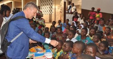 """Christmas party Gruppo Laringe """"Campi Flegrei in Progress"""": sotto l'albero una scuola per il Bénin"""