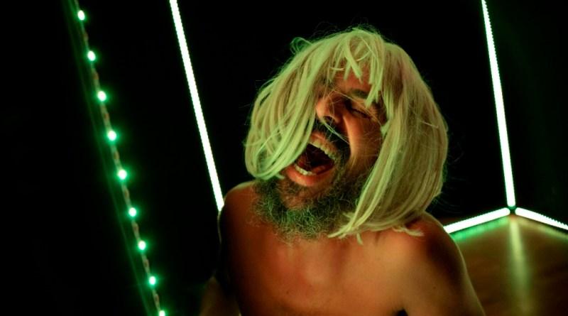 """Al Nostos Teatro """"Discobunker"""", in scena un uomo solo in un tempo post-apocalittico"""