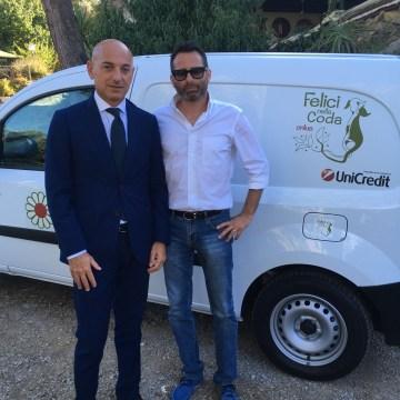 consegna del furgone Sandro Leone, Responsabile Area Retail Palermo Centro di UniCredit, e Renzo Conti, Presidente dell'Associazione Felici nella Coda