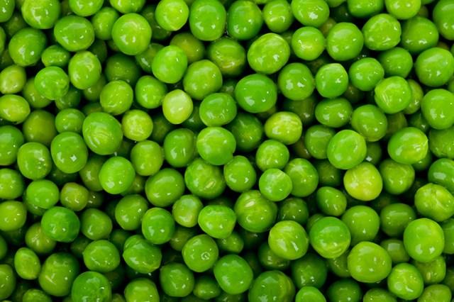 green peas background