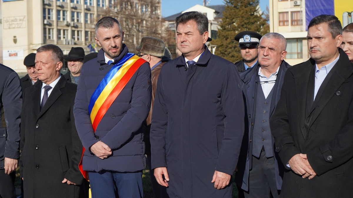 Victor Moraru, președintele Consiliului Județean Ialomița (dreapta) și Adrian Mocioniu, primarul municipiului Slobozia. FOTO CJI