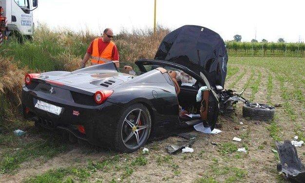 Ravenna: incidente alla Ferrari Tribute to Mille Miglia, due persone ferite