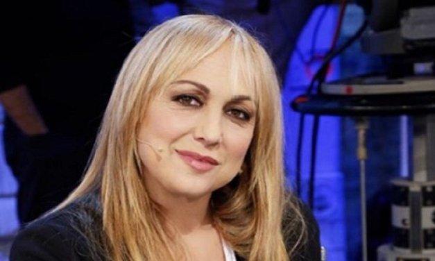 Video di Alessandra Celentano ad Amici 17: la maestra come Tina Cipollari