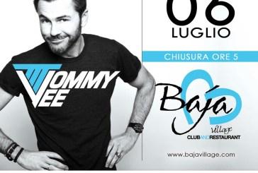Domani notte al Baja Village con Tommy Vee