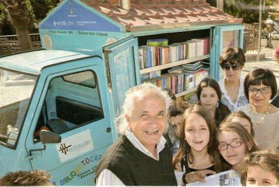 Antonio La Cava e la sua biblioteca ambulante