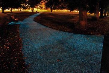 L'asfalto che di notte si illumina di blu