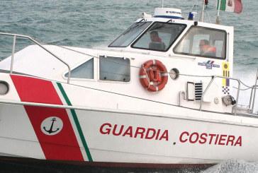 Marittimo soccorso da guardia costiera a largo coste Termoli