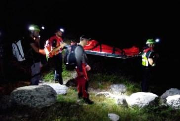 Escursionista stanco cade e si ferisce