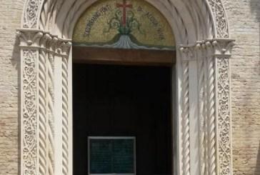 In chiesa per confessione ruba borsa
