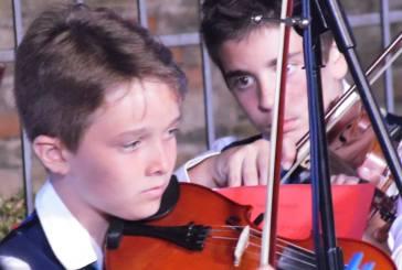 In largo S. Pietro a Vasto un applauditissimo concerto dell'Orchestra Giovanile della Scuola