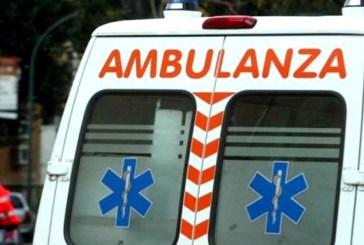 Un uomo di 40 anni muore sul colpo dopo essere precipitato da un tetto di un capannone