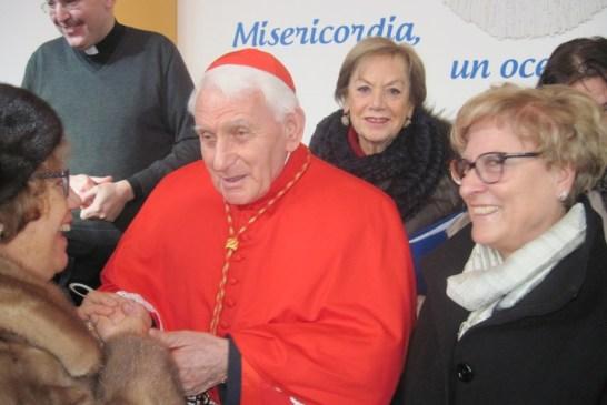 17 - Il cardinale e alcune catechiste