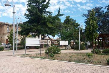Villetta sporca e in abbandono. Il Comune manda gli operai