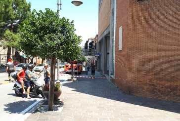 Vigili del Fuoco a lavoro per la messa in sicurezza del marciapiede antistante il Palazzo di Città