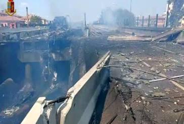 Bologna, camion in fiamme in A14, due morti e oltre 60 feriti. Crollato un ponte